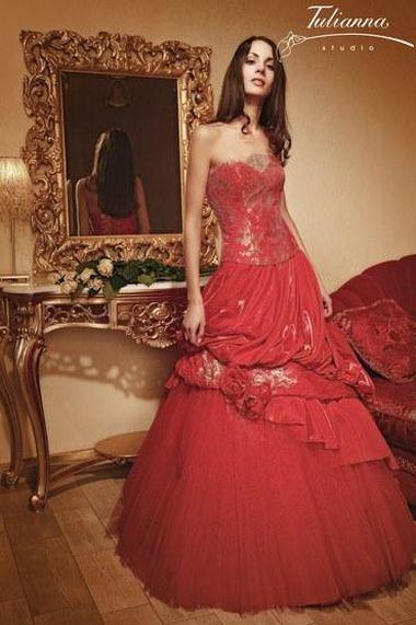 Красное свадебное платье