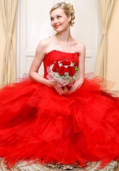 Что обознает красное свадебное платье