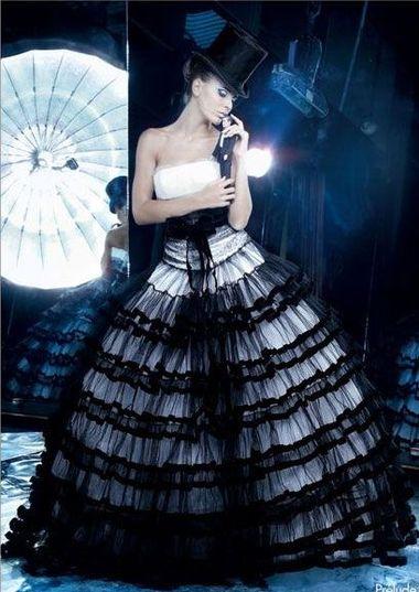 Не знаю, с чего это вдруг мне припёрло смотреть свадебные платья.