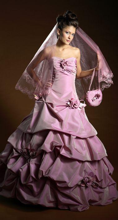 Необычный цвет свадебных платьев